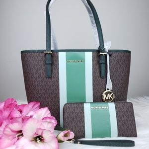 🌺Michael Kors Carryall Tote and Wallet set Brown